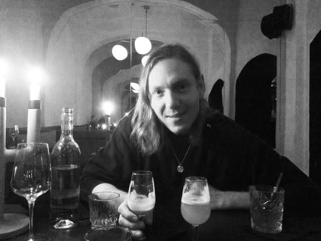 Madmensch: Nikolaj Manuel Vonsild +Llama